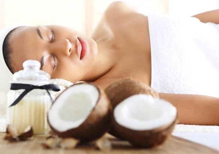 кокосовое масло тонизирует организм и снимает стресс, поэтому его часто используют в спа-процедурах