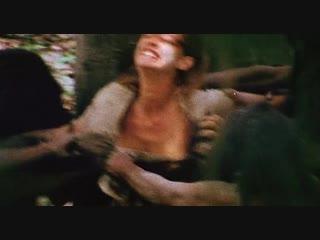 Групповое изнасилование женщины в лесу (дикари трахают женщину, ебут по очереди блондинку, кончают в жопу)