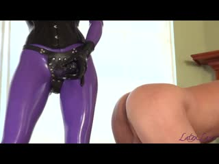 Latex lara is taking her slave with a large strapon