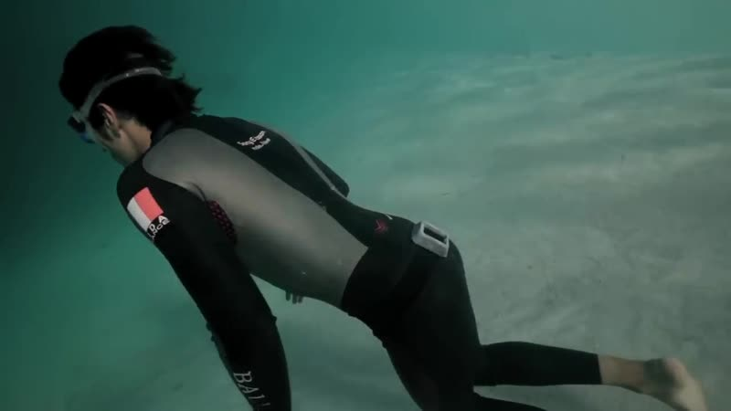 Guillaume Nery base jumping at Deans Blue Hole filmed on breath hold by Julie Gautier