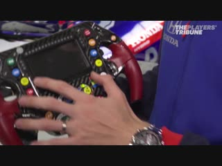 How does an f1 steering wheel work