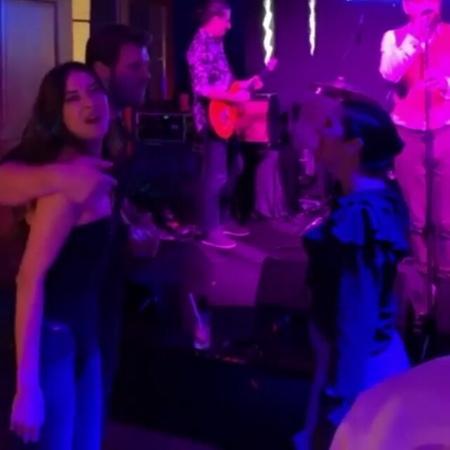 Carpışma fanpage ⏪ الاصطدام on Instagram كيفو وزوجته باشاك عم يرقصوا 💃❤ Kivo and Basak dancing 💃❤ basakdizer maviyaz الإصطدام