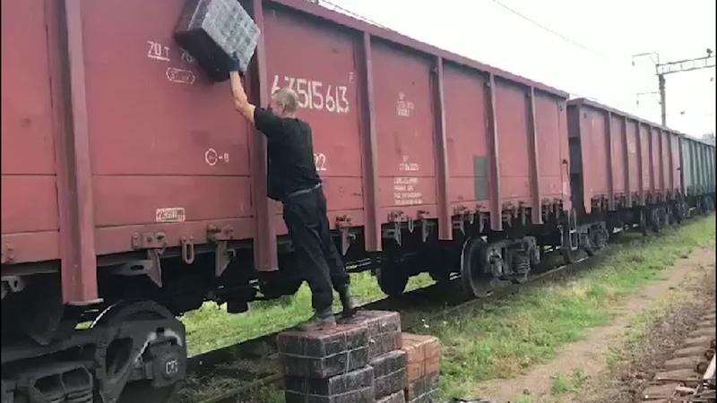 У вантажному потягу прикордонники виявили 9 тисяч пачок контрабандних сигарет