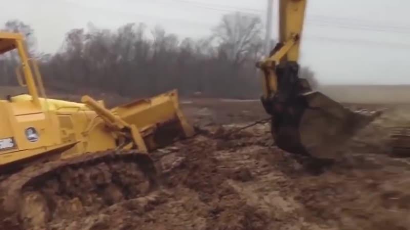 Перестарались Тяжелая техника Грязная работа Засадили трактор