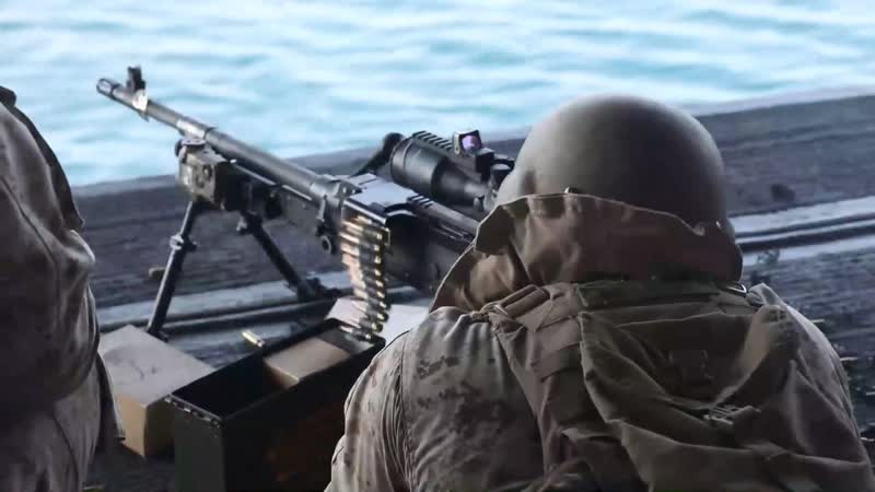 Стрельбы на борту корабля USS Bataan (LHD 5)