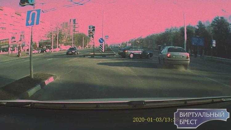 Водителям чудом удалось избежать ДТП на Московской из-за наглого нарушителя