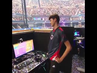 16-летний игрок Fortnite выиграл $ Рифмы и Панчи