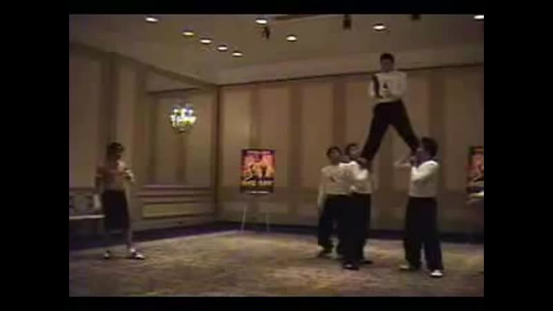 Tony Jaa - High Kick 10ft(360P).mp4