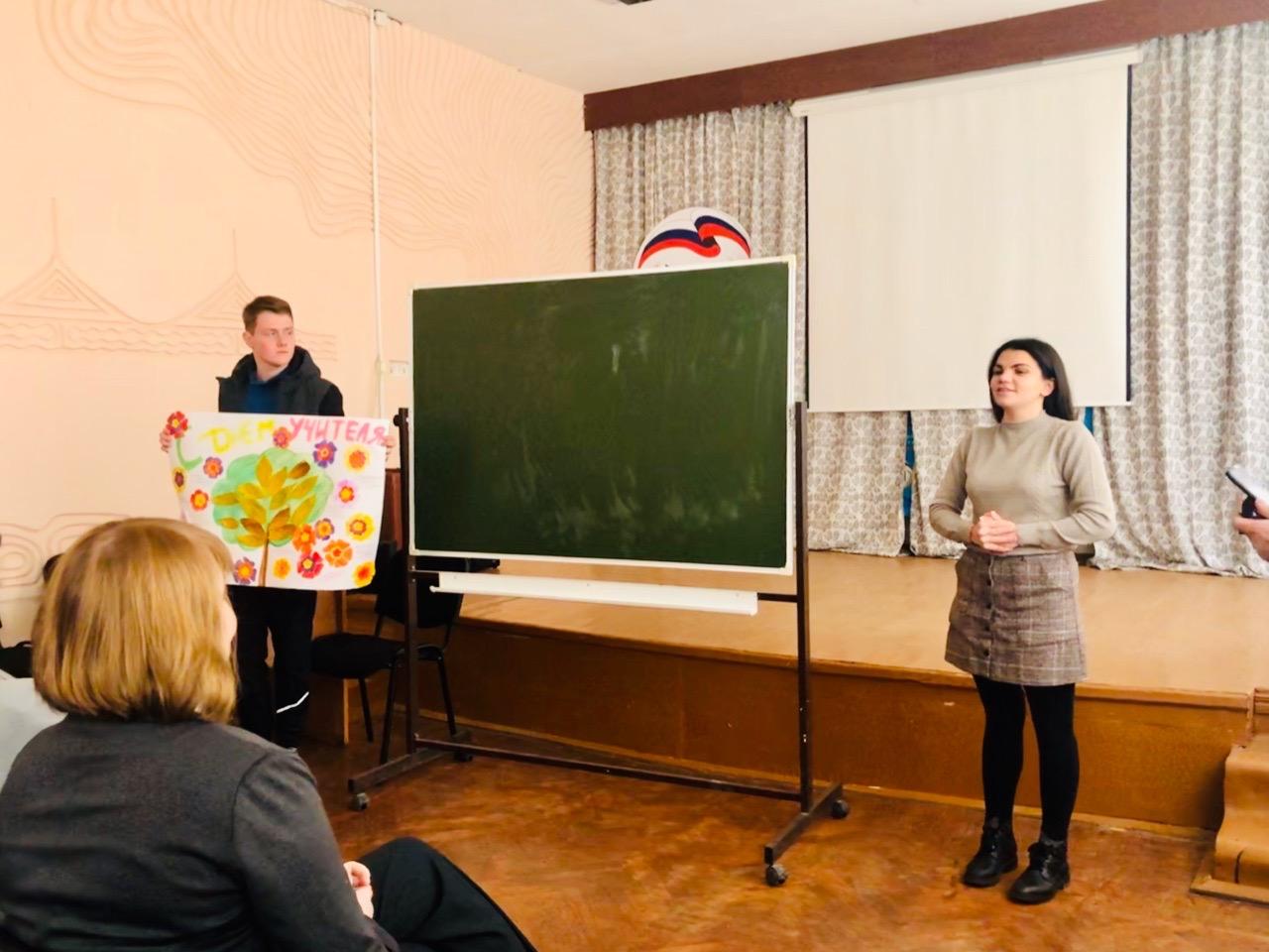 Этер Кулиева поздравляет преподавателей