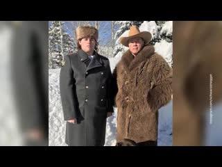 Шварценеггер сфотографировался с сыном в шинели полковника МВД России