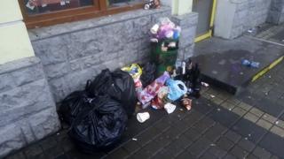 Появилось видео мусорных последствий празднования Нового года в центре Симферополя