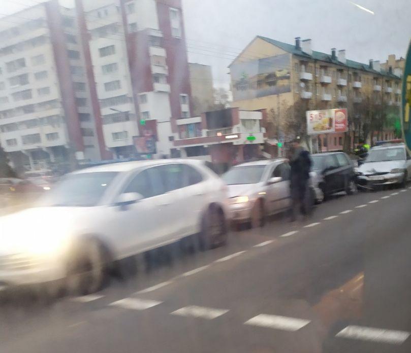 Хаос на Машерова... Всё из-за ДТП с участием 4-х автомобилей