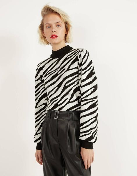Свитер с объемными рукавами и принтом «зебра»
