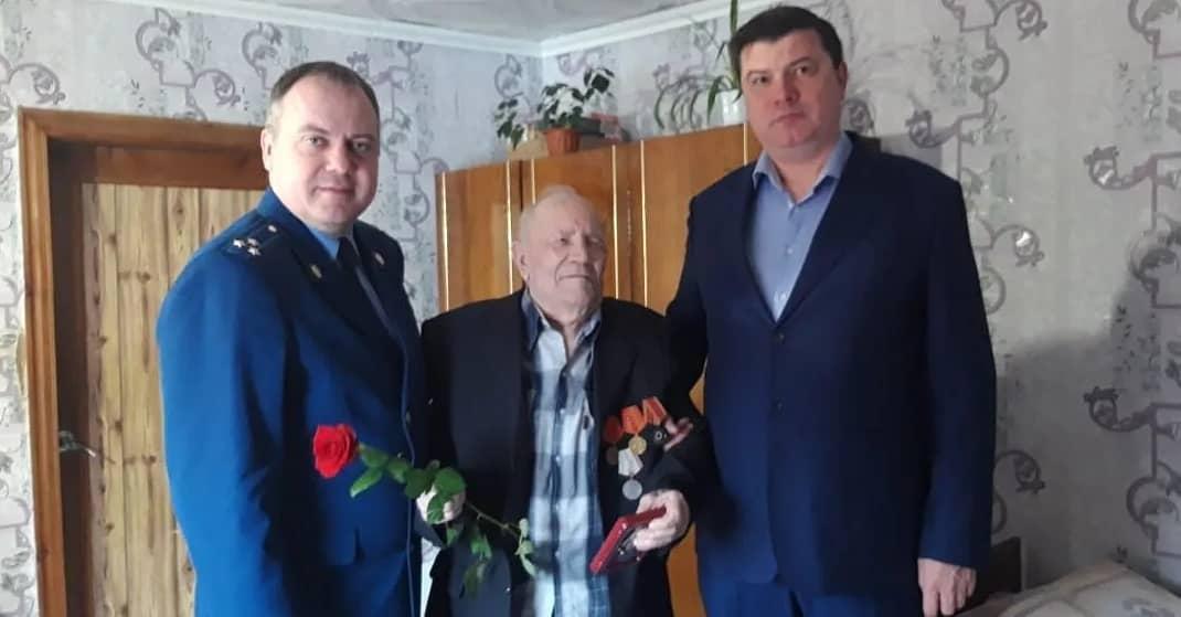 Ветеранам Петровска продолжают вручать юбилейные награды
