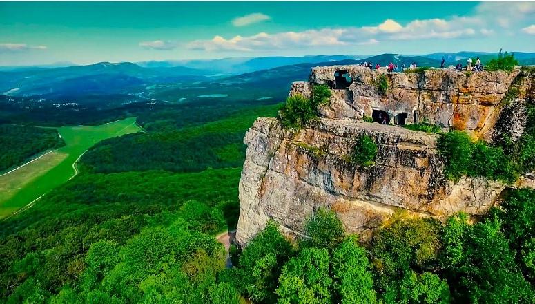 Мангуп Кале - крупнейший пещерный город Крыма, изображение №10