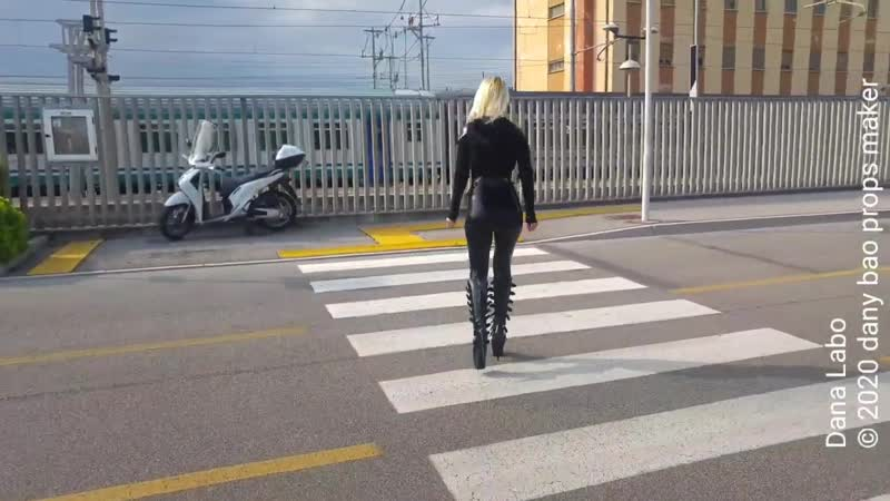 DANA LABO - the black panther woman in latex catsuit by Simon-o and shiny boots