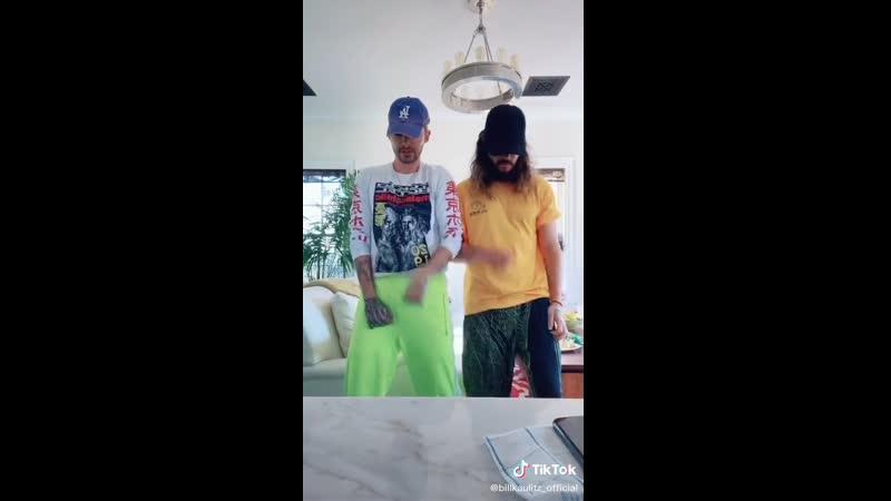 Bill Kaulitz TikTok - 24.03.2020: Подсмотрели этот танец у Хейли и Джастина Бибер 😛 😛 😛