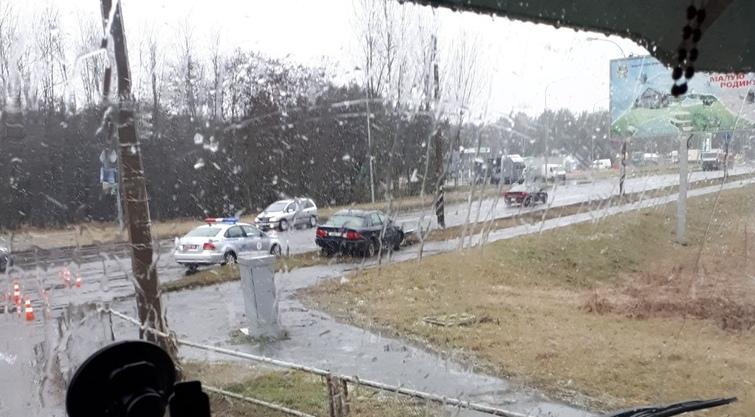 """Ещё один светофор в Бресте """"пал"""" под натиском автомобиля"""
