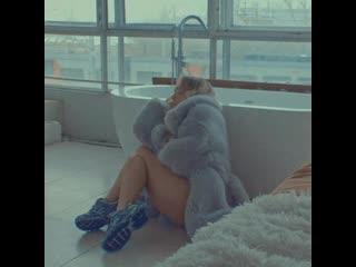 Мари Краймбрери - Пряталась в ванной