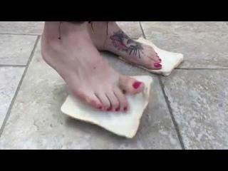 Girl Barefoot and Boots Bread Crush   feet worship تحت رجلين الملكه ليليث ادوسك برجل