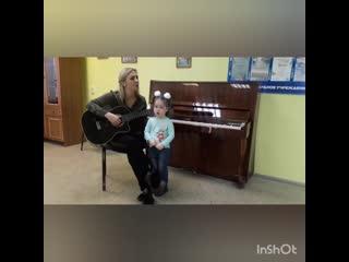 4 -летняя Дина Афризунова из Свердловской области приехала в гости ко мне на работу!