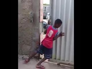 Как напугать чернокожего мальчика