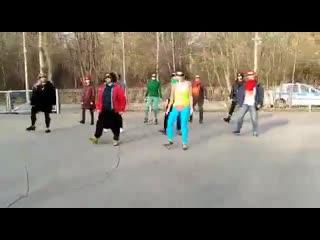 В Москве проходит танцевальный флешмоб  феминисток