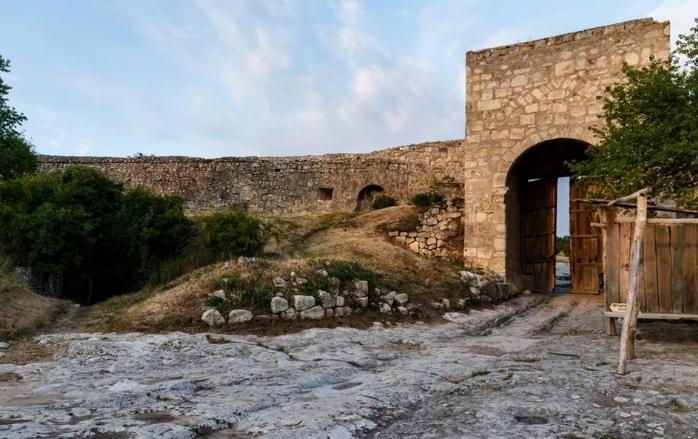 Знакомство с городом лучше начинать с Восточных ворот, одолев подъём к верховью Иософатовой долины