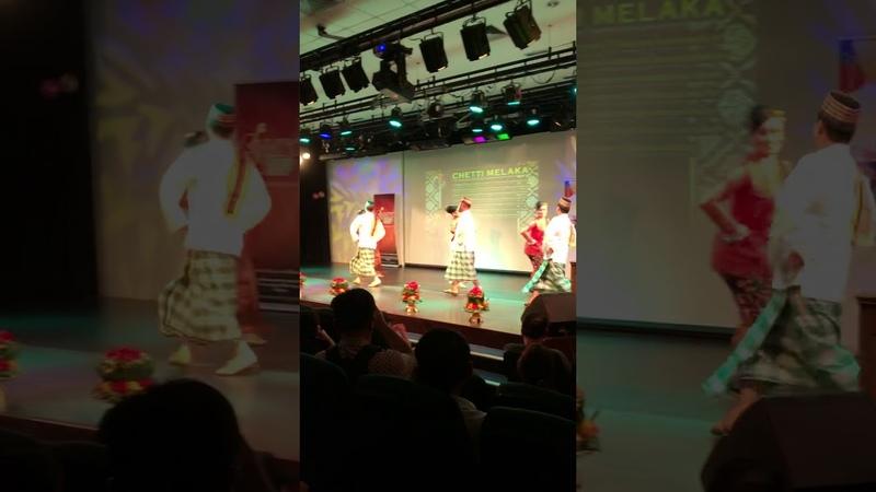 Именно так выглядят народные Малайзийские танцы