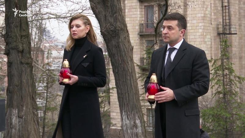 Президент Зеленський з дружиною вшанували пам'ять Героїв Небесної сотні у центрі Києва