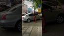 Дэдпул танцует под сигнализацию машины