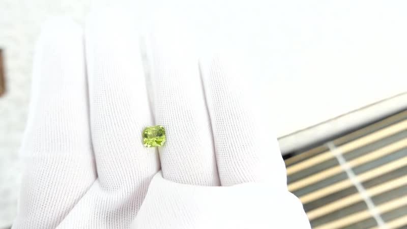 Яблочно зелёный хризолит перидот из США огранка в Баснословно квадрат октагон 6 9×6 89мм 1 76 карата