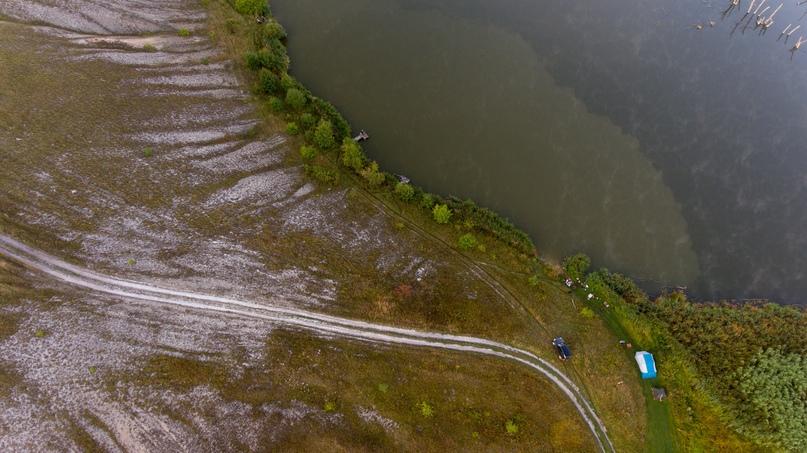 На этой фотографии очень четко видно где заканчивается меловой склон в воде. Именно по этой границе ловился карп.