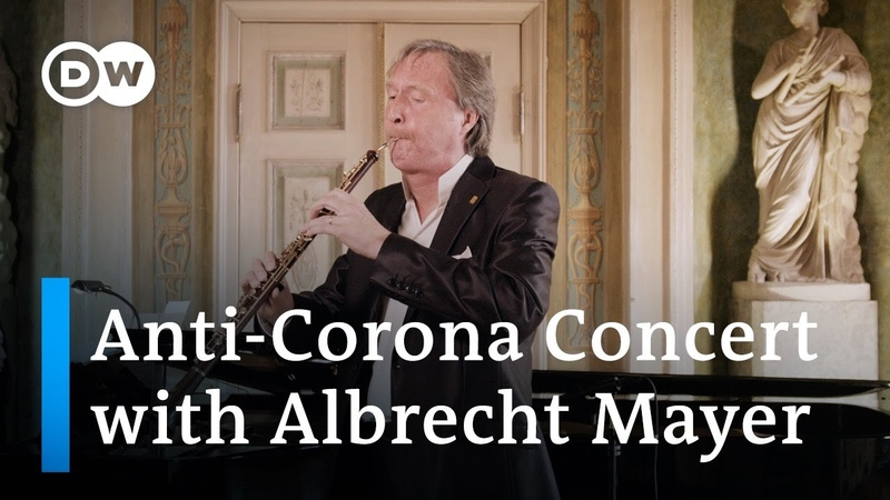 Albrecht Mayer plays Bach's Air and other pieces exclusively on the oboe d'amore and English horn