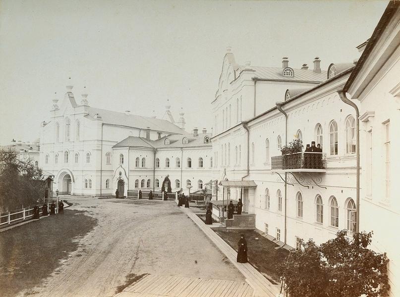 Преображенский женский монастырь — вид со двора. г. Вятка. Начало XX в.