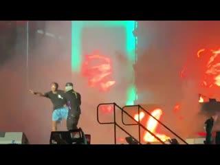 Lil uzi vert защитил фаната, выбежавшего на сцену, от охраны