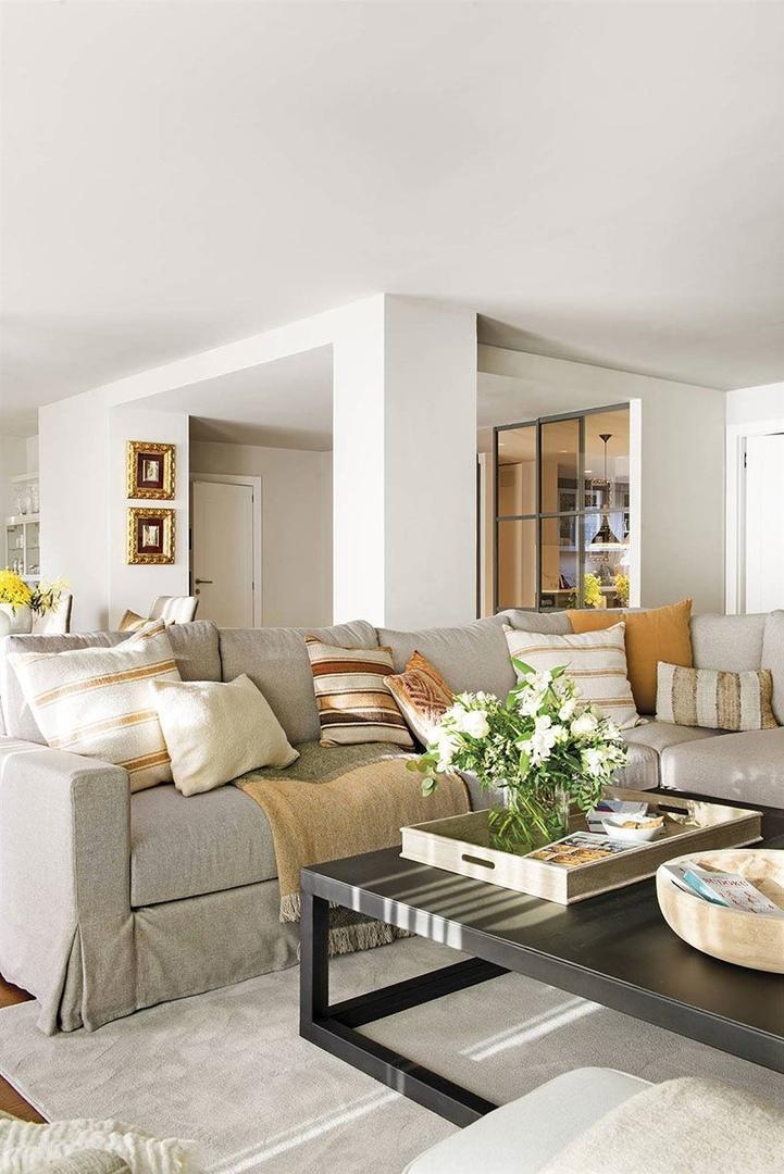 Светлая квартира с тёплыми нотками для бабушки и её внука в Барселоне