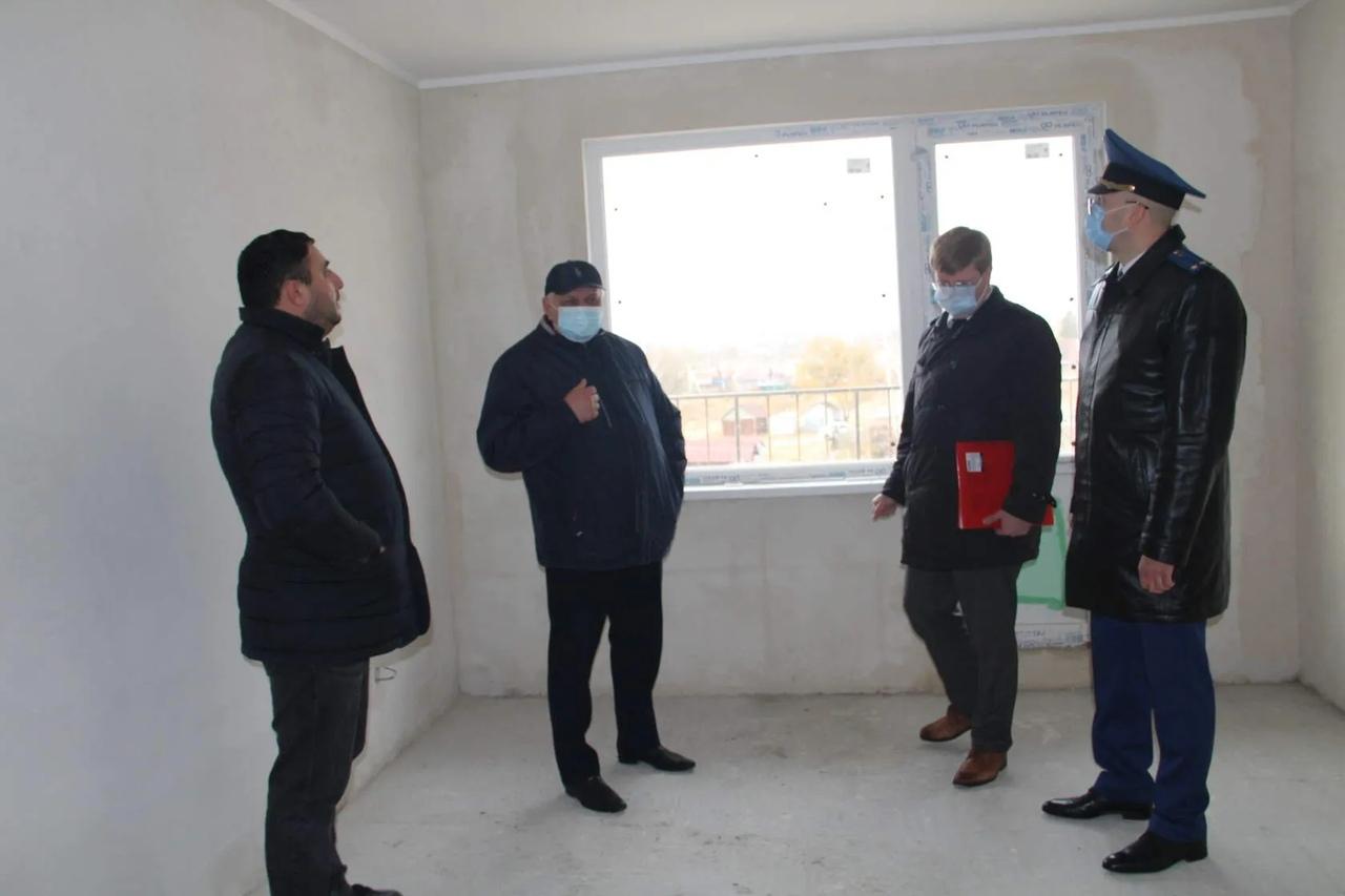 В новостройке на улице Пионерской Петровска состоялось выездное рабочее совещание