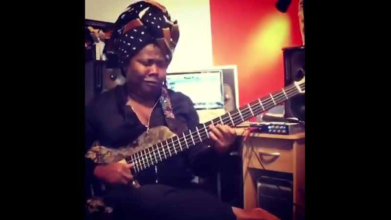 Manou gallo slap bass