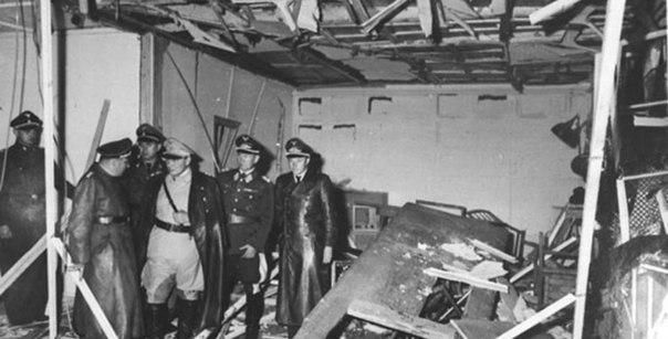 Согласно военным архивам немецких спецслужб, на жизнь Гитлера покушались примерно 20 раз По словам писателя Вилла Бертольда, который работал во время проведения Нюрнбергского процесса