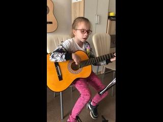 Музыкальная школа   Амиго   Гитара онлайн kullanıcısından video