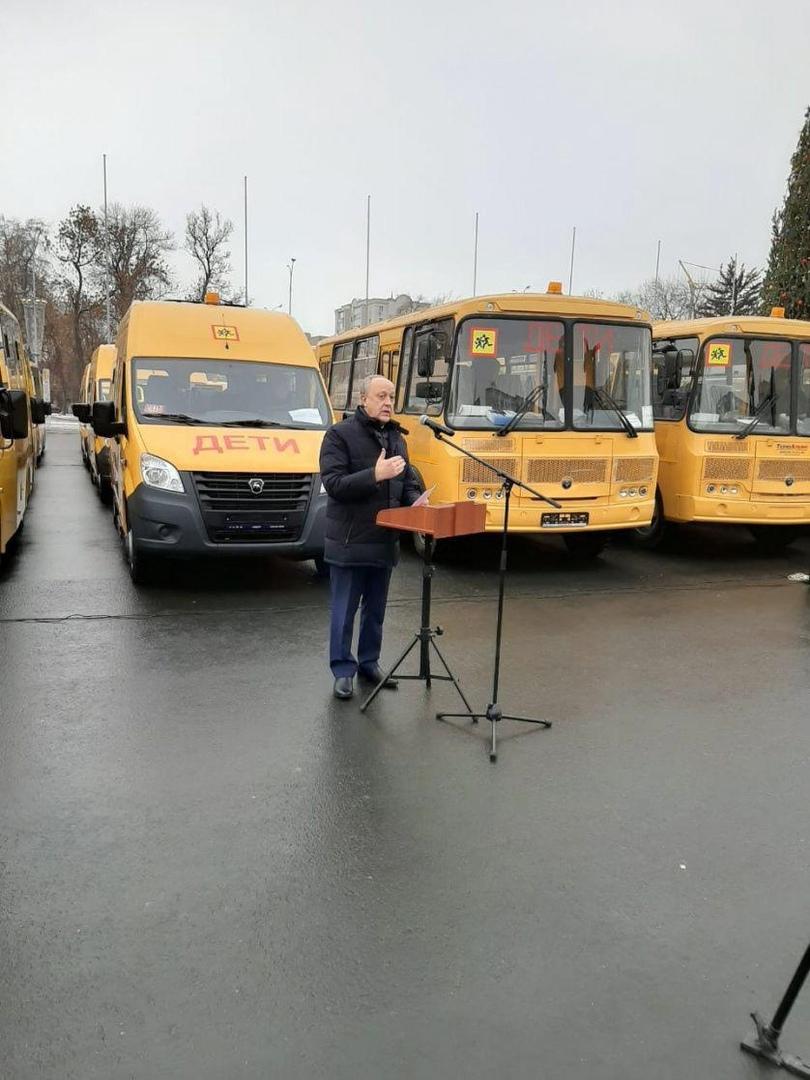 Петровский район получил два новых школьных автобуса