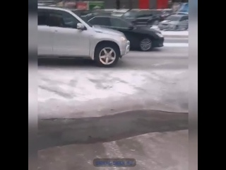 Возле ТРЦ в Улан-Удэ произошёл потоп