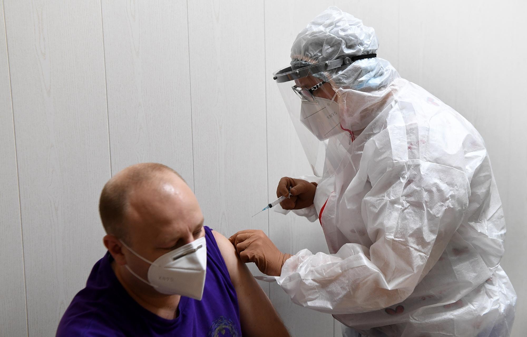 Для бесплатной вакцинации жителей Тверской области от коронавируса в регион поступило 700 доз вакцины Спутник V