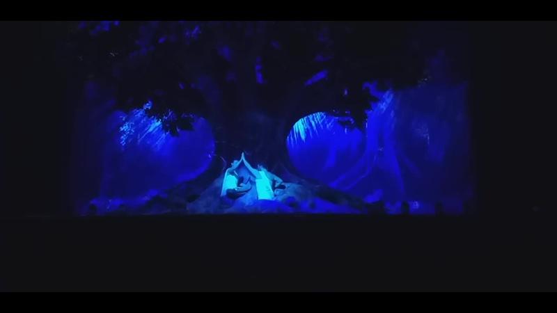 Début de lacte 2 du spectacle Siddhartha lopéra rock