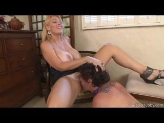 Лижет Госпожу (femdom bdsm порно фемдом ...tity cuckold раб