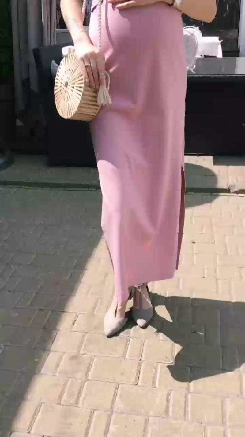 Платье-футболка для беременных и кормящих мамочекДлина платья в 44 р-ре - 129 см (+/-1 см)Состав: 95 % хлопок 5% эластанАртик