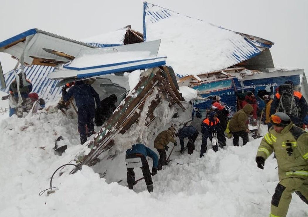 Темрезов рассказал как идут поиски людей после схода лавины в КЧР