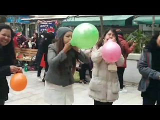 Asian women have a chaotic bursting balloon race