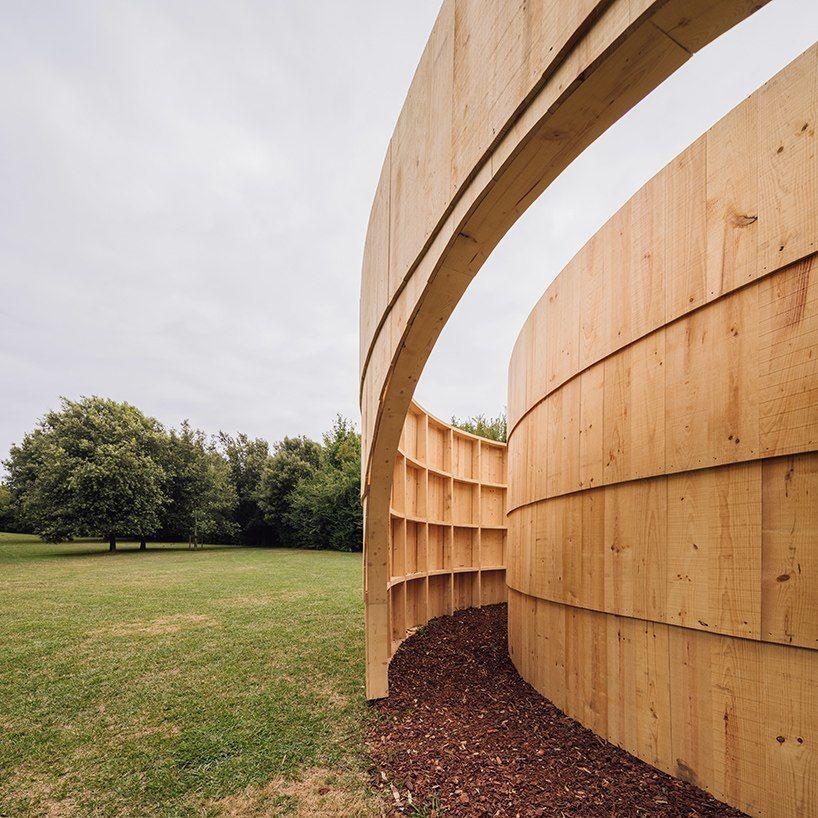 Студия diogo aguiar создает круговой садовый павильон для демонстрации фильмов